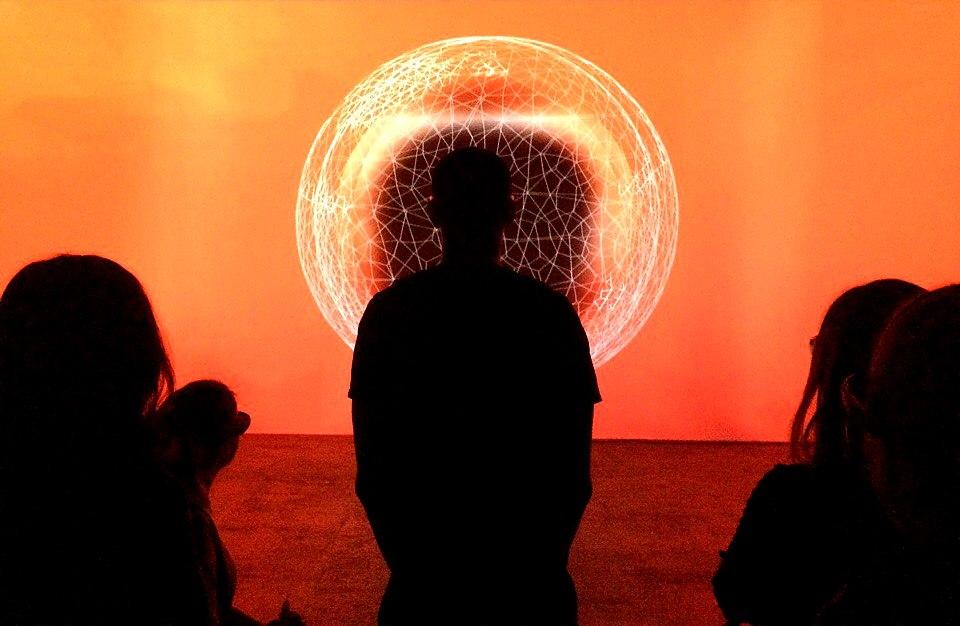 Теория поля — мультимедийная выставка в Санкт-Петербурге