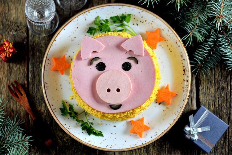 Что приготовить на Новый год 2018, рецепты салатов на Новый год 2018, салаты на Новый год свиньи, Что приготовить на Новый год 2018 свиньи