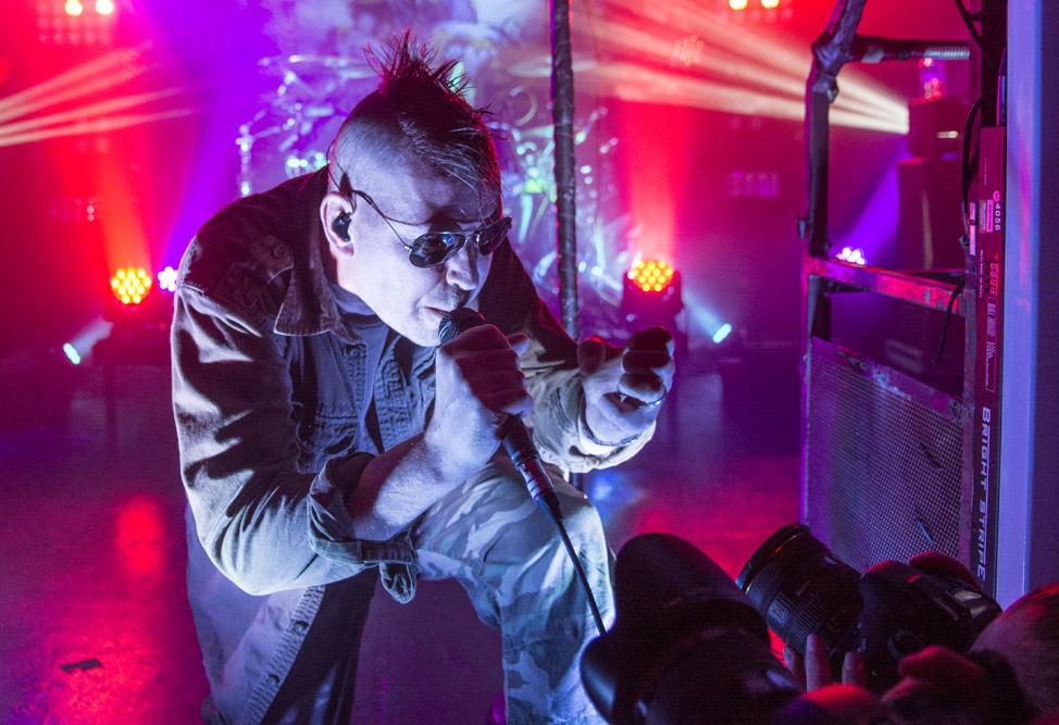 KMFDM показали индустриальный PARADISE